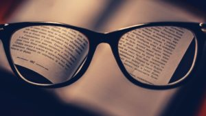 attenzione-selettiva-psicologia-cagliari-sardegna-2020-strategie-divergenti-alessandra-melis-occhiali-lenti-focus